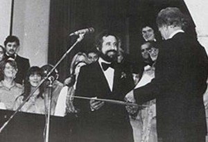 """Mihovil Logar gives the medallion of The Association of composers of Yugoslavia to the choir """"Ivo Lola Ribar"""" in 1974 ."""